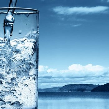 Uống nhiều nước điện giải có tốt không?