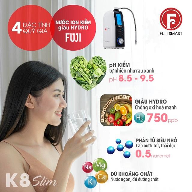 cô gái đang uống nước được tạo ra từ máy Fuji SMART K8 Slim