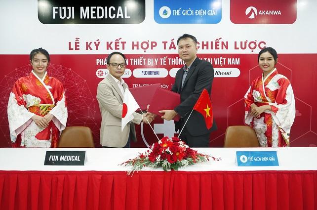 đại diện Fuji Medical kí kết hợp tác cùng thế giới điện giải