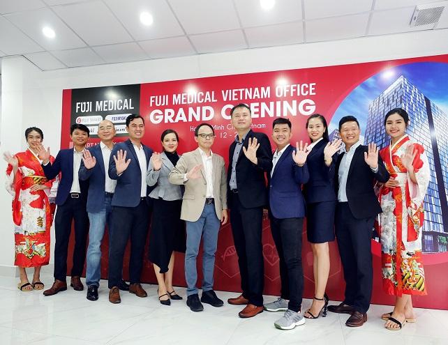 đoàn đại biểu tham dự lễ ra mắt văn phòng đại diện mới của Fuji Medical