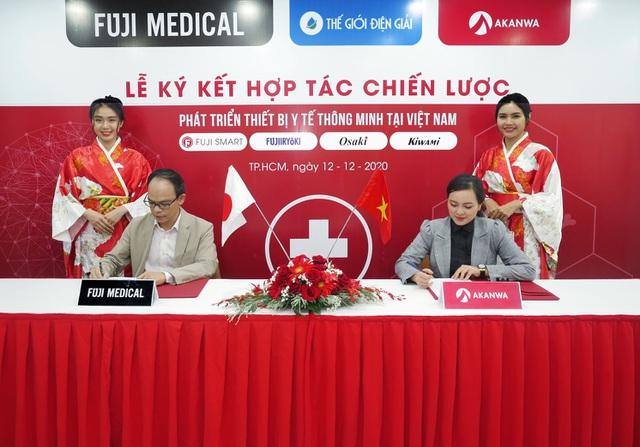 đại diện akanwa ký kết với đại diện Fuji Medical