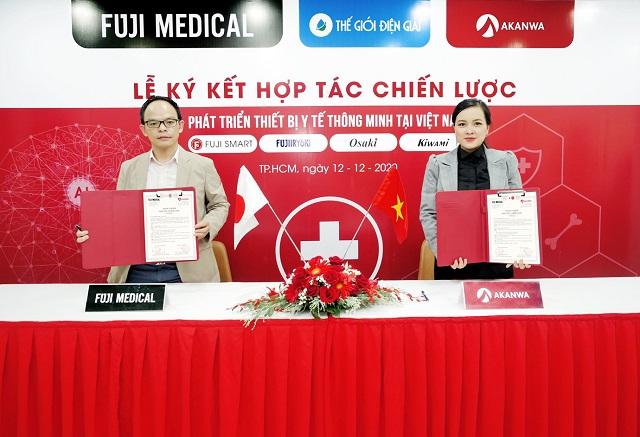 đại diện của akanwa và fuji medical hoàn thành ký kết