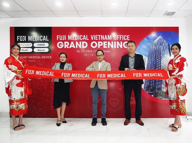 đại diện fuji medical cắt băng khai trương