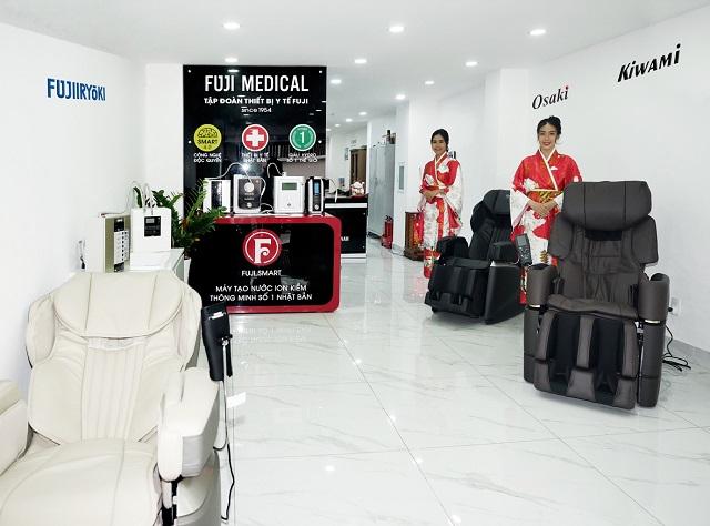 khu trưng bày ghế massage và máy lọc nước ion kiềm