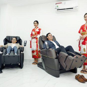 trải nghiệm ghế massage fuji medical tại khu trưng bày